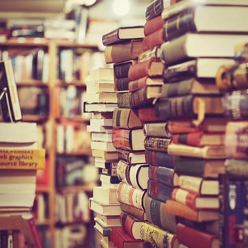 libros amontonados 1